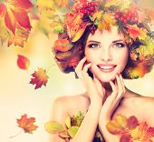Постер, плакат: Autumn Beauty fashion Makeup With Red and yellow autumn Leaves Autumn wreath Emot