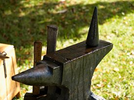 pic of anvil  - Old traditional rusty rugged anvil at a blacksmith workshop - JPG