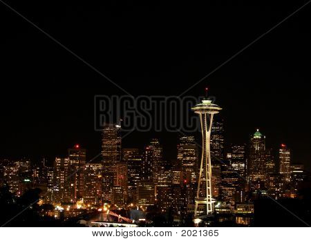 Seattle brillante por la noche