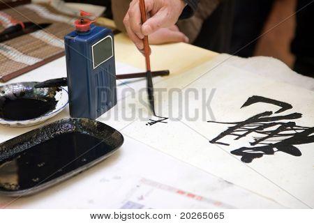 Caligrafía China escrito por un hombre.
