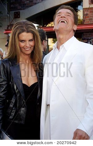 LOS ANGELES - JUN 30:  Maria Shriver, Arnold Schwarzenegger arriving at the Terminator 3 Premiere at Vilage Theater on June  30, 2003 in Westwood, CA