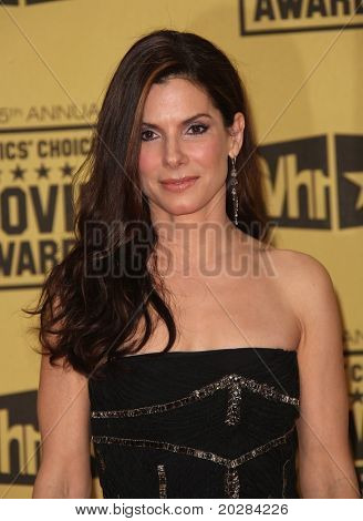 LOS ANGELES - JAN 10: Sandra Bullock ankommt an der 15th Annual Critics Choice Movie Awards an Jan