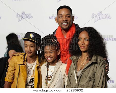 "LOS ANGELES - FEB 09:  WILL SMITH, JADA PINKETT SMITH, JADEN SMITH & WILLOW SMITH arrives to the ""Justin Bieber: Never Say Never"" Los Angeles Premiere  on February 08,2011 in Los Angeles, CA"