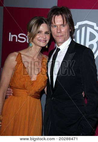 LOS ANGELES - 16 de JAN: Kyra Sedgwick & Kevin Bacon chegar no XII anual WB-In estilo Golden Globe