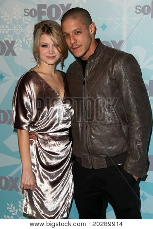 PASADENA, CA - JAN 11:  Sarah Jones & Theo Rossi arrives at the FOX All-Star Party  on January 11, 2011 in Pasadena, CA