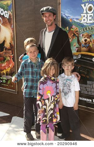 LOS ANGELES - DEC 11:  Noah Wyle & Family arrives to the 'Yogi Bear' Los Angeles Premiere  on December 11, 2010 in Westwood, CA