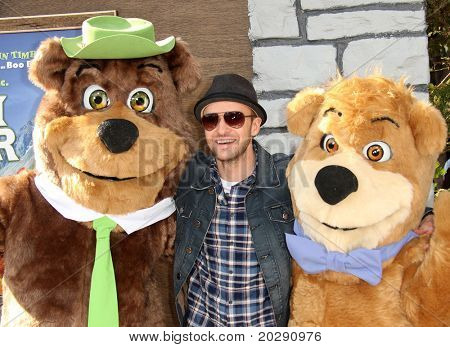LOS ANGELES - DEC 11:  Justin Timberlake arrives to the 'Yogi Bear' Los Angeles Premiere  on December 11, 2010 in Westwood, CA