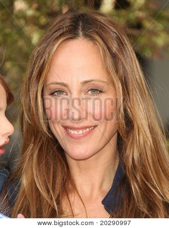 LOS ANGELES - DEC 11:  Kim Raver arrives to the 'Yogi Bear' Los Angeles Premiere  on December 11, 2010 in Westwood, CA