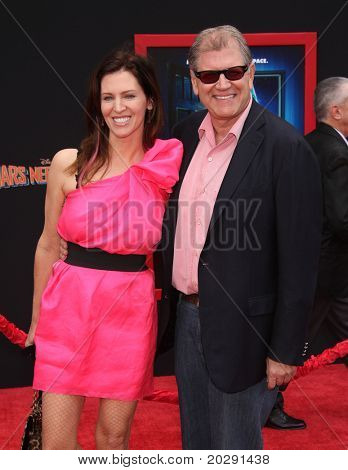 """LOS ANGELES - MAR 06:  Robert Zemeckis & Wife arrive at the """"Mars Needs Moms"""" World Premiere  on March 06, 2011 in Hollywood, CA"""