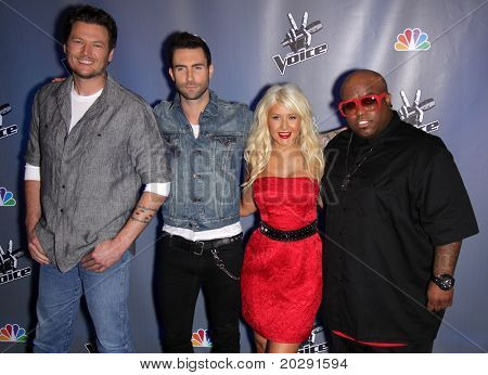 LOS ANGELES - MAR 15:  Blake Shelton, Adam Levine, Christina Aguilera & Cee Lo Green arrive to the Press Junket for