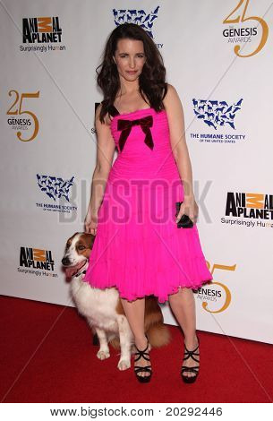 LOS ANGELES - MAR 19:  Kristen Davis arrives to the 25th Annual Genesis Awards  on March 19, 2011 in Century City, CA
