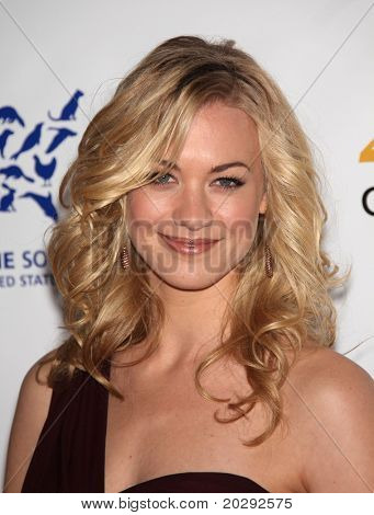 LOS ANGELES - MAR 19:  Yvonne Strahovski arrives to the 25th Annual Genesis Awards on March 19, 2011 in Century City, CA