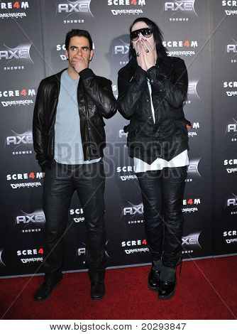 LOS ANGELES - APR 11:  Eli Roth & Marilyn Manson arrives to
