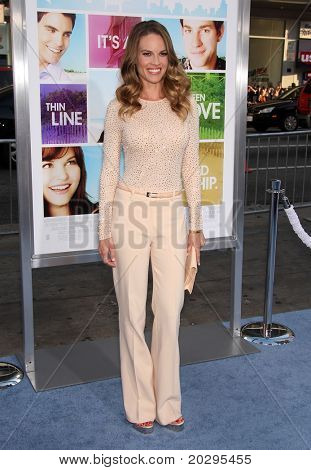 "LOS ANGELES - 03 de MAY: Hilary Swank llega a la Premier de mundo ""Something Borrowed"" en Mayo 03,20"
