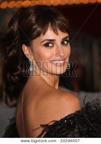 "LOS ANGELES - MAY 07:  Penelope Cruz arrives to the ""Pirates of the Caribbean: On Stranger Tides"" World Premiere  on May 7, 2011 in Anaheim, CA"