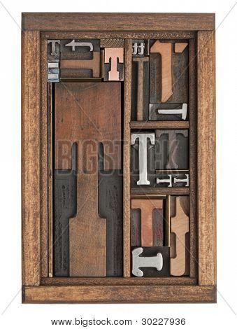 Buchstabe t abstrakte Jahrgang Buchdruck Drucken Blöcke unterschiedlicher Größe und Stil in einer Holzkiste