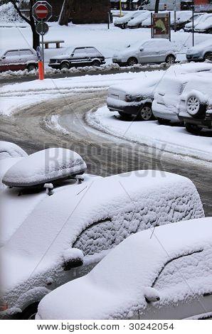 Autos unter dem Schnee