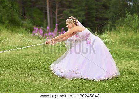 Funny Bride Pulls The Chain