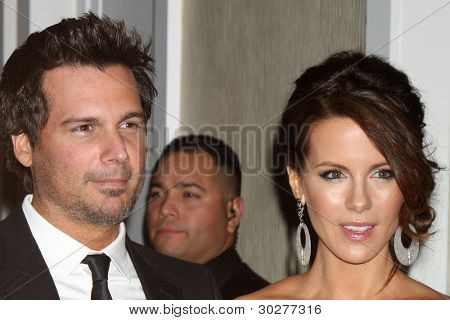 LOS ANGELES - FEB 21:  Len Wiseman, Kate Beckinsale arrive at the 14th Annual Costume Designers Guild Awards at the Beverly Hilton Hotel on February 21, 2012 in Beverly Hills, CA.