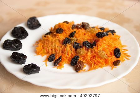 Grated Carrot With Dried Fruits