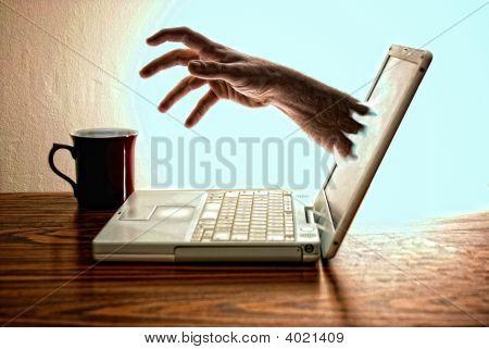 La computadora portátil que bebía café