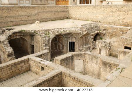 Shirvanshah Kervansaray en ciudad vieja.