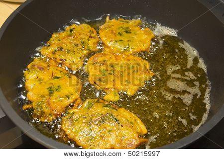 Frying pakora snacks in a woke