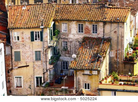 Lucca Roof Town