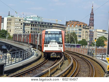Train Arrives At Baumwall U-bahn Station