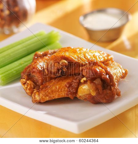 buffalo wings with celery and ranch dip
