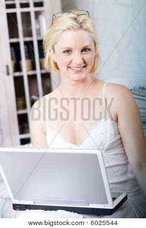 Portátil de uso de la mujer