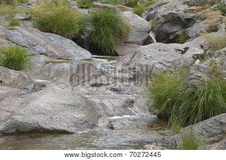 Pretty succession of small cascades