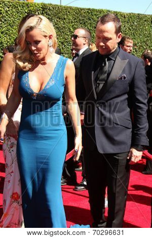 LOS ANGELES - AUG 16:  Jenny McCarthy, Donnie Wahlberg at the 2014 Creative Emmy Awards - Arrivals at Nokia Theater on August 16, 2014 in Los Angeles, CA