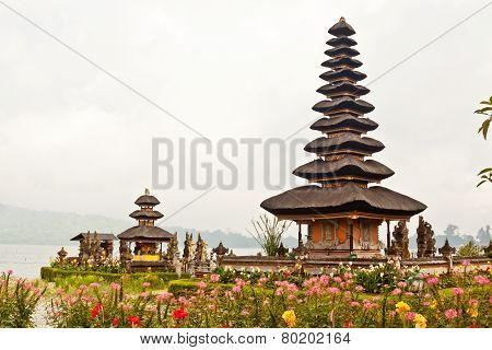 Pura Ulun Danu Temple On Bratan Lake (bali, Indonesia)