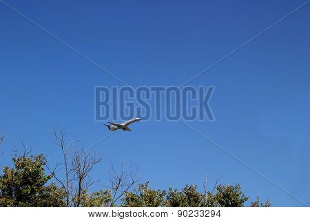 INDIANAPOLIS, IN - OCTOBER 10:  Continental Airlines Passenger Jet Taking Off From Indianapolis Inte