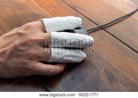 Injured  Hand With PC Mouse