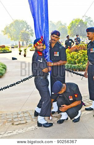 Soldiers Rise The Flag At The India Gate Monumen