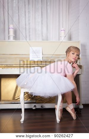 Ballerina in pointe shoes