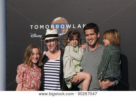LOS ANGELES - MAY 9:  Molly Ringwald, family at the