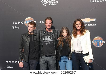 LOS ANGELES - MAY 9:  Presley Gerber, Rande Gerber, Kaia Gerber, Cindy Crawford at the