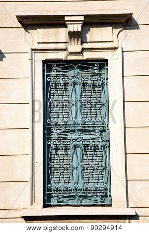 Shutter Europe  Italy  Lombardy       In    Milano Old   Window     Abstract Grate