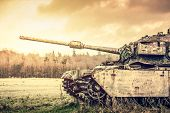 image of panzer  - Tank in autumn nature in bright light - JPG