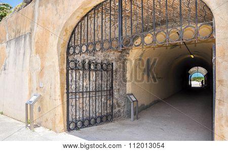 Limestone Whaler's Tunnel: Fremantle, Western Australia