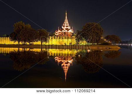 Enlightened pagode in Mandalay Myanmar at night