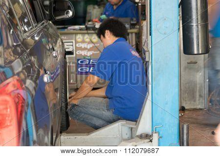 Checking Car Suspension