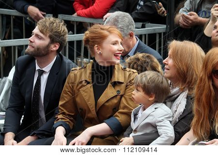 LOS ANGELES - DEC 10:  Seth Gabel, Bryce Dallas Howard, Theodore Gabel, Cheryl Howard at the Ron Howard Star on the Hollywood Walk of Fame at the Hollywood Blvd on December 10, 2015 in Los Angeles, CA
