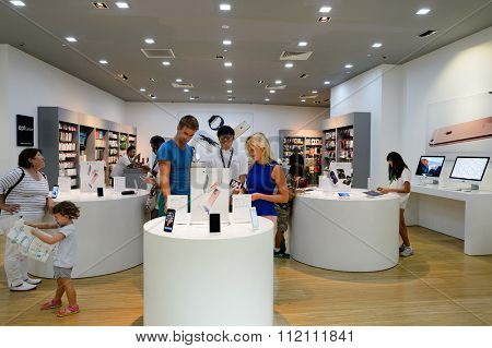 SINGAPORE - NOVEMBER 08, 2015: interior of the store in The Shoppes at Marina Bay Sands. The Shoppes at Marina Bay Sands is one of Singapore's largest luxury shopping malls