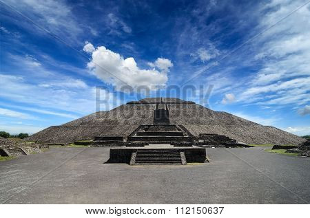 Impressive Pyramid Of The Sun In Teotihuacan
