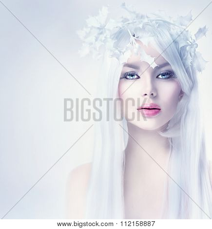 Winter Beauty Woman portrait with long white hair. Beautiful Fashion Model Girl with Snow Hair style and Make up. Holiday Makeup. Winter Queen. Christmas Woman