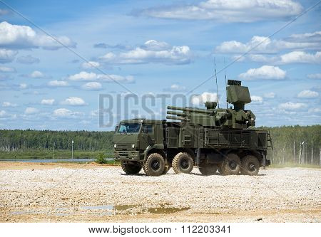 Anti-aircraft missile and gun system